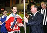 Зам. председателя Комитета по физической культуре и спорту г. Москвы Агеев А. Д. дарит именную клюшку лучшей защитнице